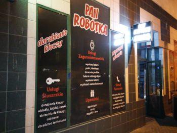 Reklama na witrynie Wrocław, folia piaskowane szkło, mrożone szkło, One Way Vision, OWV, folia pełna z nadrukiem